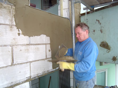 glyn appling cement to a wall